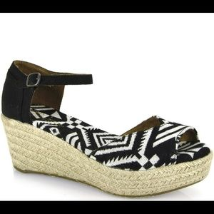 NWOT Toms Vegan Espadrille Wedge Sandals